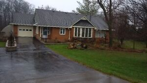 **GORGEOUS COUNTRY HOME IN ST.JACOBS FOR RENT**