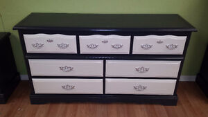 Professionally painted  3 piece vintage dresser set Kitchener / Waterloo Kitchener Area image 3