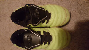 Size 11 kids cleats soccer.