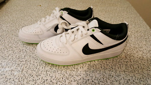NEW NIKE RUNNING SHOES SIZE 9