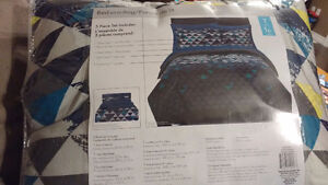 Twin size 5 piece Bed in a Bag - brand new in packaging London Ontario image 1