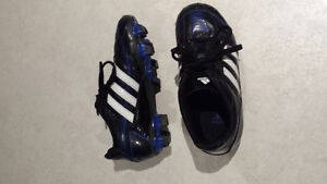Kid soccer cleats size 11