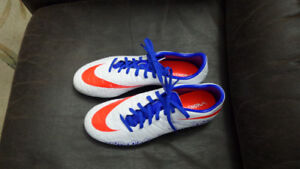 Nike Soccer Shoes Size 81/2