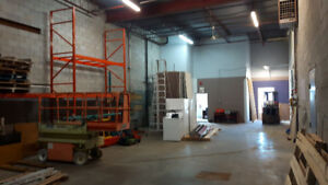 LOCAL A LOUER a Brossard 2100 pc (lift & racking inclus)