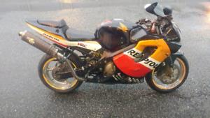 Honda cbr600f4i  parting out