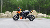 2010 KTM Duke 690 - Mint condition, low KM's, lots of extras