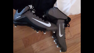Nike Size 11 Mens Ball Cleat