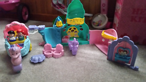 Ariels castle set, dollhouse and popper