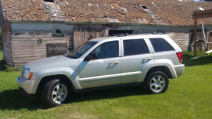 2010 Jeep Grand Cherokee Laredo w/ Set of  Winter Tires and Rims