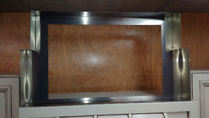 "36"" Maple hood fan with stainless liner (side cabinets sold) Edmonton Edmonton Area image 2"