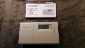 Honeywell Programmable Thermostat in C or F with printed manual