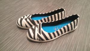 Chaussure femme neuve - grandeur 7  fait petit plus comme 6.5