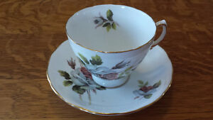 A Royal Vale Bone China Tea Cup Set With Pink & Grey Roses!