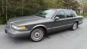 1997 Lincoln Town Car - Signature Series