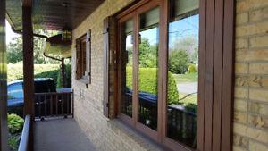 Fenêtres en cèdre et porte