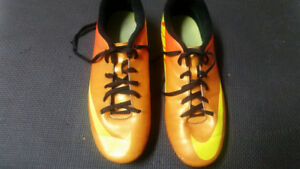RONALDO, MERCURIAL NIKE SOCCER SHOES: OBO