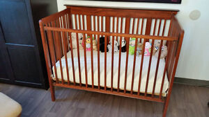 Crib - Mint condition, super easy to (dis)assemble