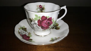Bone China cups and saucers and creamer and sugar REDUCED Sarnia Sarnia Area image 4