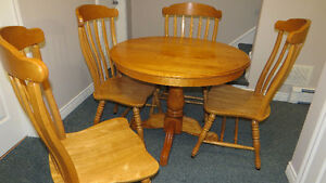 Dining Room 5 Piece Set. Pedestal Table and Four Chairs. Like Ne