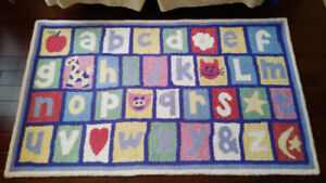Pottery Barn Kids rug 3'x5' excellent condition