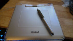 Wacom CTE-440 Silver USB Graphics Tablet Pen and Tablet .