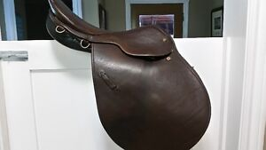 "16.5"" Courbette Luxor Close Contact Saddle"