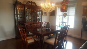 Very High Quality Dining Room Set - Solid Wood!