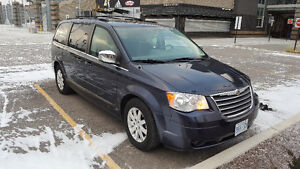 2008 chrysler minivan town and country limited fully loaded