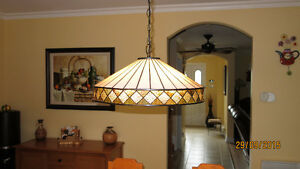 BEAUTIFUL ARTGLASS TIFFANY LAMP