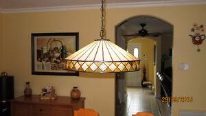 BEAUTIFUL ARTGLASS TIFFANY LAMP