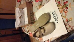 new Pedro shoes size 7xw