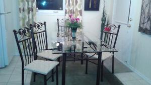 Mobilier de salle à manger, ensemble de salle à manger.