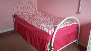 Single bed with mattress & boxspring