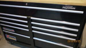 coffre  etablie MAXIMUM 56 pouces avec top en bois franc