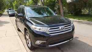 Loaded 2011 Toyota Highlander Limited *LOW MILEAGE*