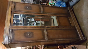 Antique solid wood wardrobe / can deliver