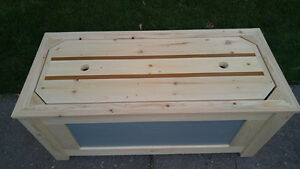 Hope chest/blanket chest.