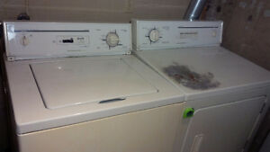 Washer and dryer/laveuse et secheuse