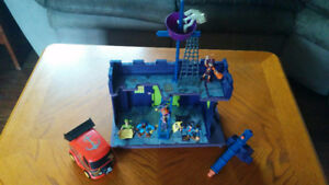 Scooby Doo Pirate Fort and Figure Set