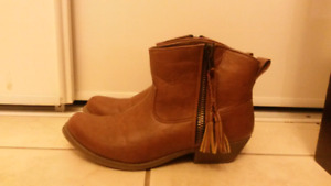 Short leather women's boots