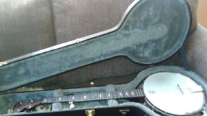 5 string banjo with hard shell case )
