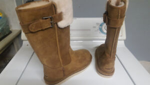 New, Never Worn, Female Uggs, Beige, Winter Boots, Size 7