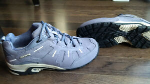 Columbia Women's Keota Hiking Shoe - size 7 - BRAND NEW