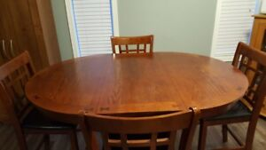 Counter Height Dining Room Table & Chairs