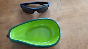 Cute ceremic avocado shaped bowl - never used