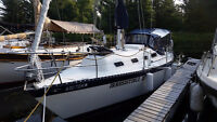 Hughes-Columbia 8.7 - Great Family Cruiser for Sale