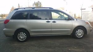 2009 Toyota Sienna awd Minivan, ....PRICED to SELL..