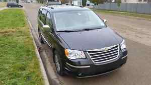 2010 Chrysler Town & Country Limited Strathcona County Edmonton Area image 2