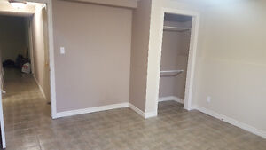 1 Room Furnished & Spacious   Close to Pen Centre   May 2017