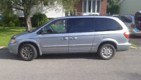 2004 Chrysler Town & Country  limited FWD